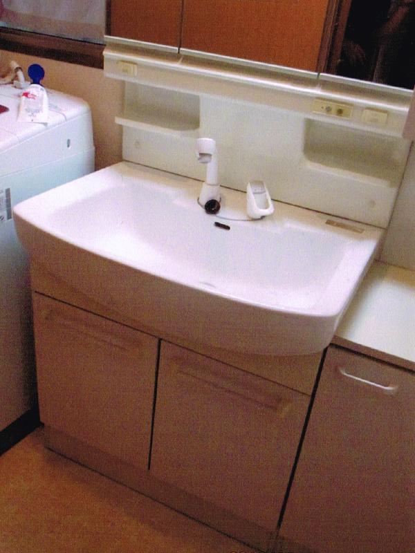 洗面化粧台のリフォーム1
